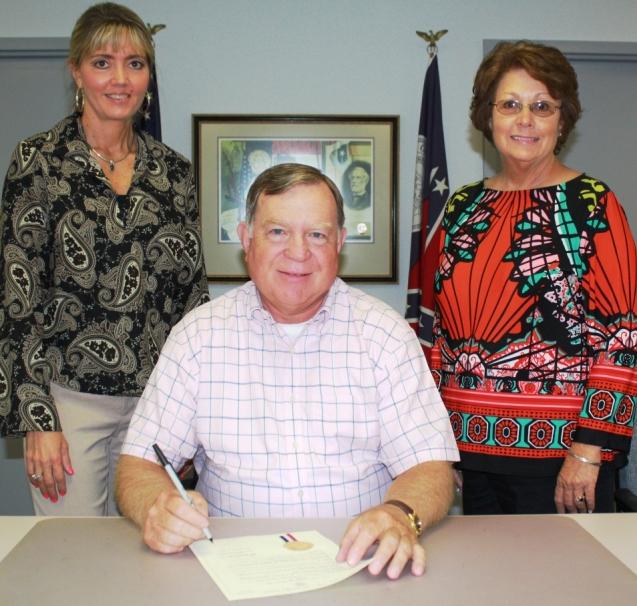 Chatsworth Mayor Dan Pendland signs Breast Cancer Awareness Month Proclamation in the presence of Murray County Health Department's Cathy Gray and Debbie Chesnutt - web